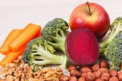 Consumición nutritiva sana como la vitamina y minerales, comida de la fuente para el concepto de la salud del cerebro fotos de archivo libres de regalías