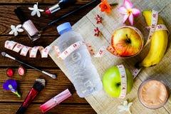 Consumición sana con el women& x27; concepto cosmético de los accesorios de s Imagenes de archivo