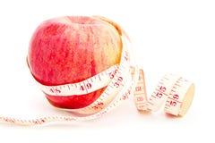 Consumición sana con las manzanas aisladas en blanco foto de archivo