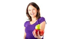 Consumición sana - mujer con las manzanas y la pera Imagenes de archivo
