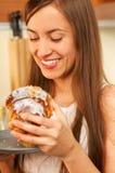 Consumición de la torta Foto de archivo libre de regalías