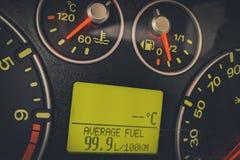 Consumo de combustível alto do carro Fotografia de Stock