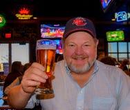 Consumo de la cerveza del hombre Fotos de archivo libres de regalías