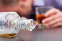 Consumo incontrollato di alcool Fotografia Stock Libera da Diritti