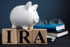 Conta de aposentadoria individual do IRA escrita em cubos foto de stock royalty free