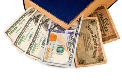 Conta dos Reichsmarks de Alemanha, de USD e do livro velho isolados no branco Imagens de Stock Royalty Free