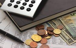 Contabilidad, cálculos de negocio, calculadora, cuenta de fondos imágenes de archivo libres de regalías