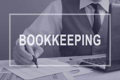 contabilidad Contable que trabaja con informe financiero stock de ilustración