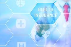 Contact de docteur et x27 ; Santé Insurance& x27 ; sur l'écran virtuel Images stock