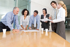 Contact de groupe d'affaires image stock