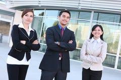 Contact de groupe d'affaires au bureau Image libre de droits