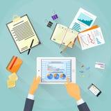 Contact de main d'homme d'affaires de diagramme de finances de Tablette Photo stock