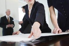 Contact de planification sociale dans la salle de conférence. Images stock