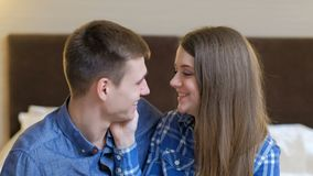 Contact roman d'offre d'amour de proximité de couples clips vidéos