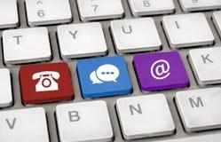 Contacte-nos ícones no conceito branco de uma comunicação do teclado Fotos de Stock Royalty Free