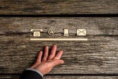 Contacte o conceito com uma linha de ícones do telefone, da Web, do móbil e do correio Foto de Stock Royalty Free