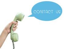 Contacteer ons De uitstekende die telefoon van de handgreep op witte backgr wordt geïsoleerd Stock Fotografie
