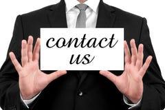 Contacteer ons. De zakenman toont adreskaartje Stock Afbeeldingen