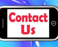 Contacteer ons op Telefoon toont online communiceer stock illustratie