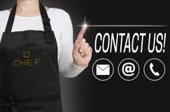 Contacteer ons touchscreen wordt gewerkt door kok Royalty-vrije Stock Afbeeldingen