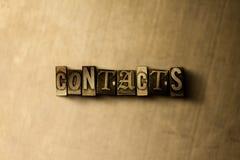 CONTACTEN - close-up van grungy wijnoogst gezet woord op metaalachtergrond Stock Fotografie