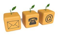 Contactez-nous : cubes oranges sur un fond blanc Photos stock
