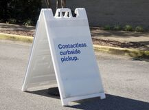 Free Contactless Curbside Pickup Royalty Free Stock Photos - 185344718