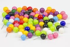 Contactos coloridos del empuje en el fondo blanco foto de archivo libre de regalías