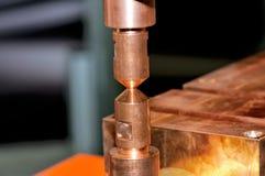 Contactos del cobre de la soldadora eléctrica fotografía de archivo