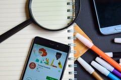 Contacts de confiance APP sur l'écran de Smartphone image libre de droits