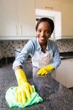 Contador da limpeza da mulher Imagens de Stock