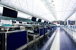Contador de enregistramiento del aeropuerto Foto de archivo libre de regalías
