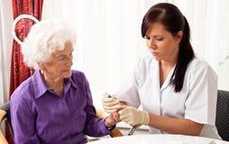 Contador de glucosa de sangre fotografía de archivo libre de regalías