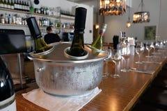 Contador de la barra en el restaurante Fotografía de archivo