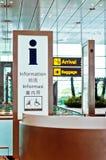 Contador de la información del aeropuerto Fotos de archivo