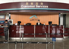 Contador de servicios de atención al cliente en Hong Kong International Airport Fotos de archivo libres de regalías