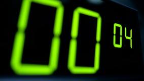 Contador de tiempo macro del contador del reloj digital Dígito verde almacen de metraje de vídeo