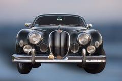 Contador de tiempo viejo del coche de Jaguar Imágenes de archivo libres de regalías