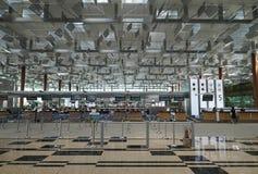 Contador del incorporar en el aeropuerto de Singapur Imágenes de archivo libres de regalías