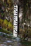 Contador del nivel del agua del tubo del soporte Fotografía de archivo