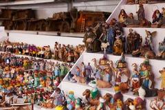 Contador del quiosco con las figuras para crear escenas de la Navidad Fotos de archivo libres de regalías