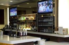 Contador do bar do hotel imagens de stock royalty free
