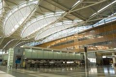 Contador e telhado no aeroporto fotografia de stock royalty free