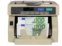 Contador electrónico del dinero en circulación con euro Imagen de archivo libre de regalías