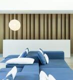 Contador en el pasillo con el sofá y la almohada, interior moderno del estilo Fotografía de archivo