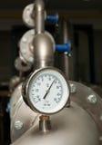 Contador industrial de la temperatura del agua Fotos de archivo