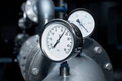 Contador industrial de la temperatura del agua Imagenes de archivo