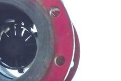 Contador para la agua caliente, reborde delantero y trasero borroso, en el fondo aislado blanco imagen de archivo