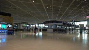 Contadores de enregistramiento del terminal de aeropuerto internacional de Narita 1 por la mañana metrajes