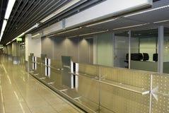 Contadores de enregistramiento en el aeropuerto. Fotografía de archivo libre de regalías